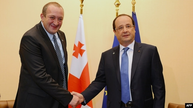 Georgian President Giorgi Margvelachvili (left) with French President Francois Hollande at the EUs Eastern Partnership summit in Vilnius on November 29.