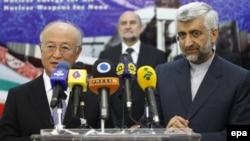 Главный иранский переговорщик по ядерным вопросам Сайед Джалиля и глава МАГАТЭ Юкия Амано на совместной пресс-конференции