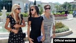 Azerbaijan -- Leyla Aliyeva (Center) president`s daughter with her sister Arzu (left) and her mother Mehriban Aliyeva (right), undated