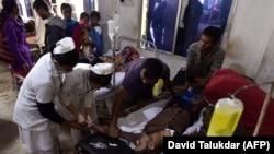 Пострадавший от отравления некачественным алкоголя в Индии.
