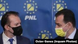 Prim-ministrul Florin Cîțu (stânga) și Ludovic Orban