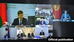 Артём Новиков Евразиялык экономикалык комиссиянын (ЕЭК) кеңешинин видеоконференциялык байланыш режиминдеги жыйынында.