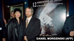 U.S. filmmaker Steven Spielberg and his wife, Kate Capshaw, at a Schindler's List premiere in Paris in 1994.
