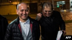 Kazakh opposition figure and oligarch Mukhtar Ablyazov (left), flanked by his lawyers, reacts as he leaves the Fleury-Merogis jail after being released, near Paris, in December 2016.