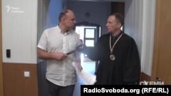 Огурцов спершу не захотів відповідати на запитання, як він ухвалював рішення 17 квітня, якщо він нібито був відсутній на роботі через хворобу