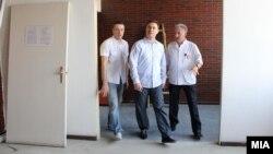 """Премиерот Никола Груевски во посета на Градската општа болница """"8 Септември"""" во Скопје на 23 јуни 2012."""