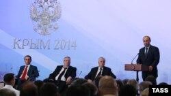 Путин Ялтада Дәүләт думасы депутатлары алдында чыгыш ясый