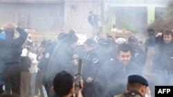 عکس مربوط به مقابله پلیس ترکیه با کردهای معترض در سال گذشته است