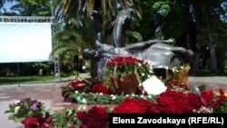 Памятник жертвам Русско-Кавказской войны на сухумской набережной Махаджиров