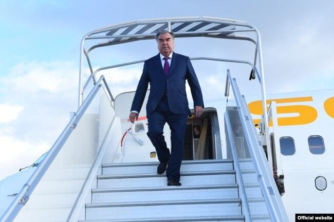 Президент Таджикистана Эмомали Рахмон летает исключительно самолетом авиакомпании «Сомон Эйр»