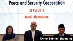 Президент Афганистана Ашраф Гани (в центре) и его супруга Рула Гани, а также вице-президент Индонезии Мохаммад Юсуф на конференции по миру и безопасности в Афганистане. Кабул, 28 февраля 2018 года.