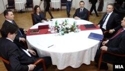 Средбата на премиерот и претседател на ВМРО-ДПМНЕ Никола Груевски и лидерот на СДСМ Бранко Црвенковски на 22 јануари 2013 година.