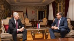 Bosnia and Herzegovina -- Member of Bosnian Presidency Dragan Covic (L) and president of Republic of Srpska Milorad Dodik, Banja Luka, October 9, 2017