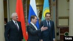 Премьер-министры стран - участниц Таможенного союза. Слева направо: Михаил Мясникович (Беларусь), Дмитрий Медведев (Россия) и Карим Масимов (Казахстан). Москва, 15 апреля 2014 года.
