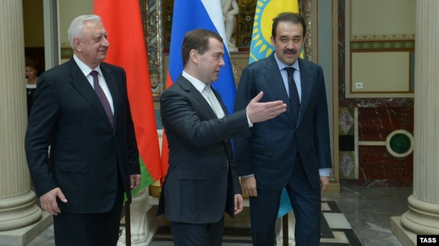 Russian Prime Minister Dmitry Medvedev (center) meets with his Belarusian and Kazakh counterparts, Mikhail Myasnikovich (left) and Karim Masimov, in Moscow in April 2013.