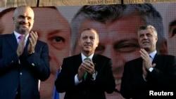 Premijer Albanije Edi Rama, tada predsednik Turske Redžep Tajip Erdogan i u to vreme kosovski premijer Hašim Tači u Prizrenu 2013.