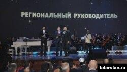 Рөстәм Миңнеханов бүләген Татарстанның Русиядәге вәкиле Равил Әхмәтшин алды