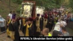 Kiyevdə minlərlə insan Moskva tərəfindən dəstəklənən dini yürüşə qatılıb