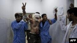 Поранений лівійський повстанець