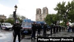 În apropierea scenei atacului de la Notre Dame la Paris