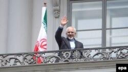 مقامهای آمریکایی گفتهاند جان کری و محمد جواد ظریف، وزیران خارجه آمریکا و ایران، روز شنبه دو بار به دیدار هم رفتند