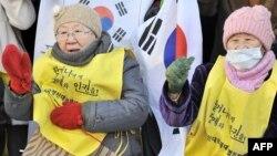 """Еженедельная акция бывших """"женщин для утешения"""" у посольства Японии в Сеуле"""