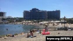 Пляж отеля «Аквамарин»
