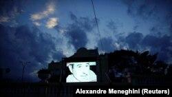 Ekran iznad jednog restorana u Havani sa Kastrovim likom
