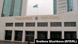 Астанадағы парламент мәжілісінің ғимараты.