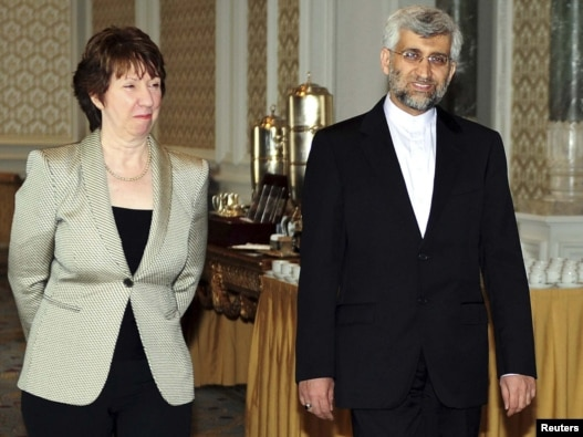 سعید جلیلی، مذاکرهکننده ایرانی، به همراه کاترین اشتون، رئیس سیاست خارجی اتحادیه اروپا