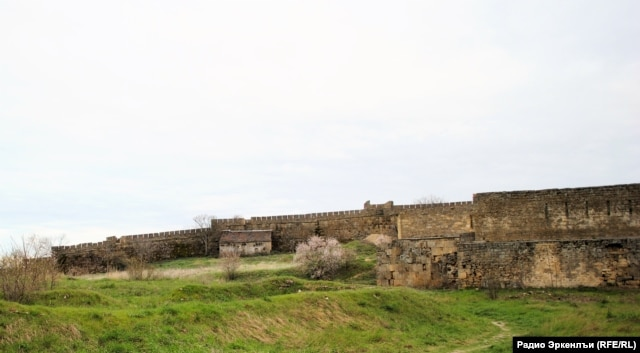 Little has been done to repair the walls of the Naryn-Kala citadel.