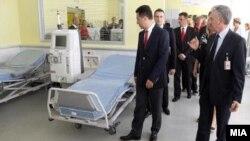 """Премиерот Никола Груевски пушта во употреба нов Центар за дијализа во Градската општа болница """"8 Септември"""" во Скопје."""