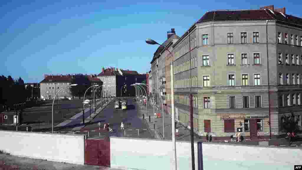 Берлинская стена и кварталы Восточного Берлина за ней, 1968-й год