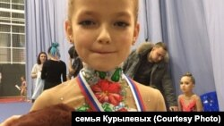 Гимнастка Софья Курылева, мама которой объявила благотворительный сбор, чтобы дочь смогла поехать на соревнования