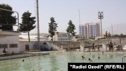 Вазъи ҳавзи шиноварӣ дар Душанбе