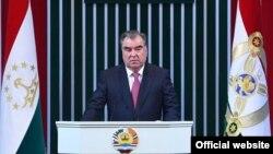 Эмомали Рахмон обращается с ежегодным посланием парламенту страны. 22 декабря 2017 года