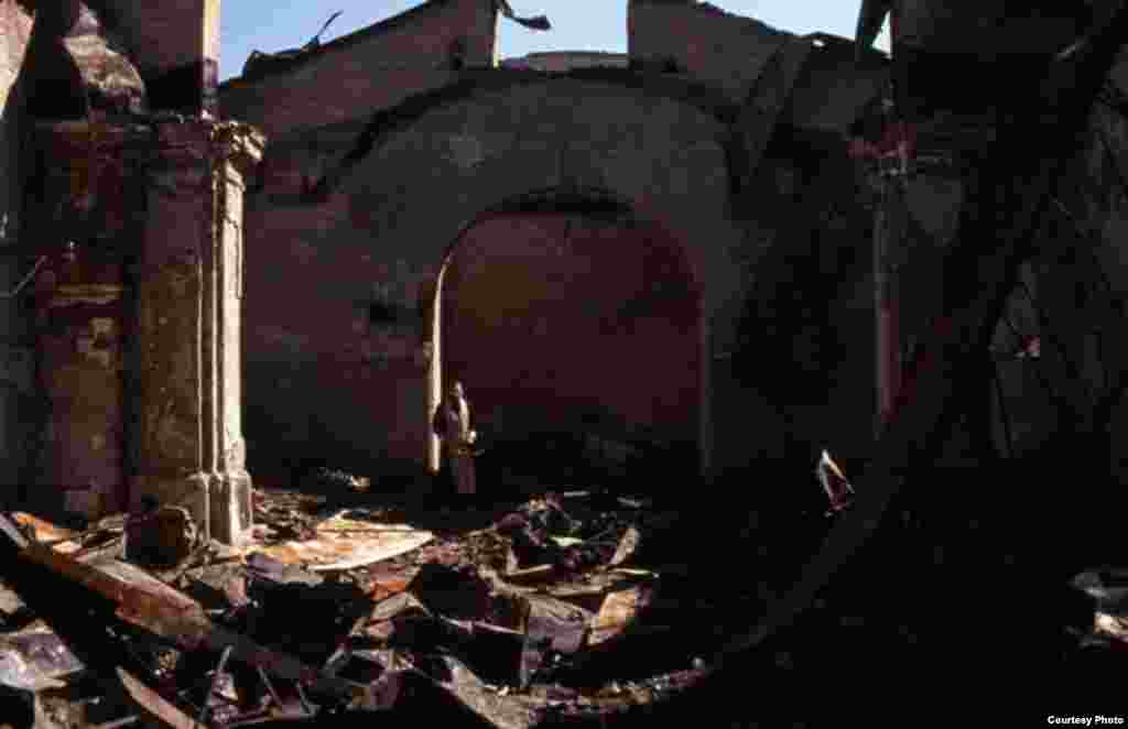 დაბომბილი ეკლესია (ჩეჩნეთი, 1998) - ჯოჯოხეთის ქრონიკები - ფოტოგამოფენა ჩეჩნეთზე