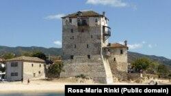 Византийская башня в порту города Уранополис. О ее существовании было известно уже в 1344 году. Фото Rosa-Maria Rinkl