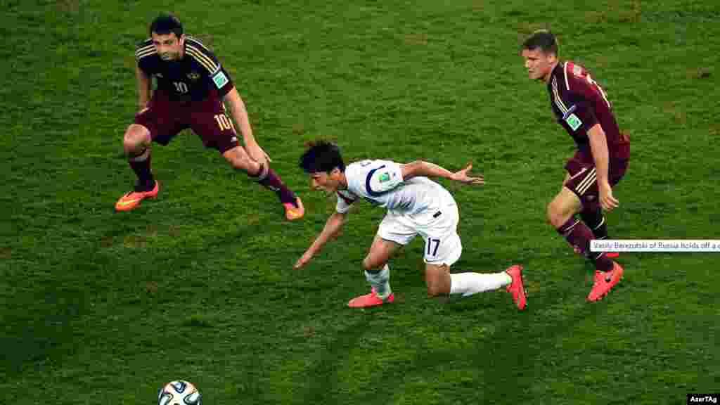 Матч между российскими и южно-корейскими футболистами закончился со счетом 1:1. Куяба, 18 июня 2014 года.