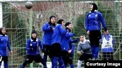 دیدار تیم های فوتبال بانوان استقلال تهران و نگاردژ شیراز عکس آرشیوی است