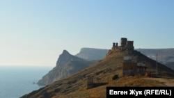Руины генуэзской крепости Чембало в Балаклаве