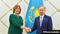 Iveta Grigule (left) and Nurlan Nigmatulin meet in Astana on May 10.