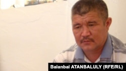 Сагындык Именов, отец пограничника Мейрхана Именова. Поселок Индербор Атырауской области, 8 июля 2012 года.