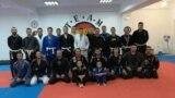 Членови на спортскиот клуб The Strongest&Roots BJJ во Куманово, кои тренираат бразилски џију џицу.
