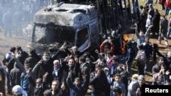 Курдските демонстранти во Дијабекир