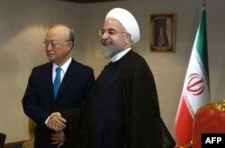 МАГАТЭнин башкы директору Юкия Амано жана Ирандын президенти Хасан Роухани. Тегеран, 2-июль 2015