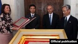 Ceremonia e inaugurimit të Gurit të Paqes