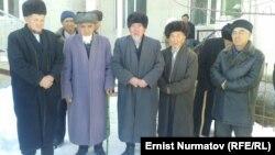 Кыргыз-Ата айылынын аксакалдары.