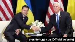 Президент України Володимир Зеленський (ліворуч) і віцепрезидент США Майк Пенс. Варшава, 1 вересня 2019 року