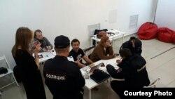 Navaly-nin ofisində polis reydi